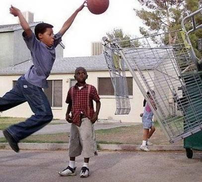 fotos de niños jugando basketball