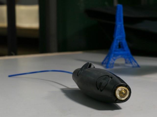 First-3D-Printing-Pen3-640x480