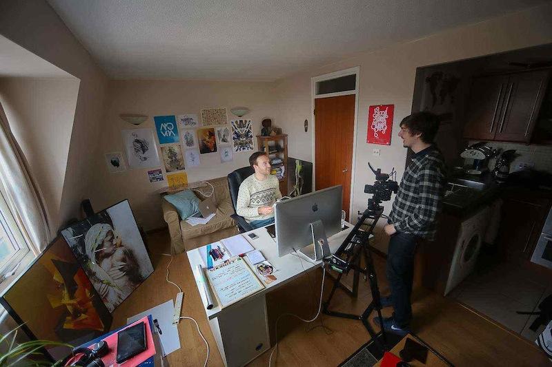 Mike Harrison diseñando en su estudio