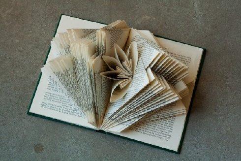 Los libros escultura de Rachael Ashe. - Frogx Three