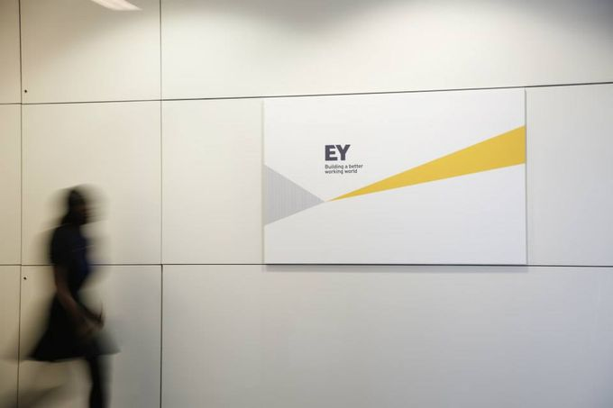 ernst and young nuevo logo