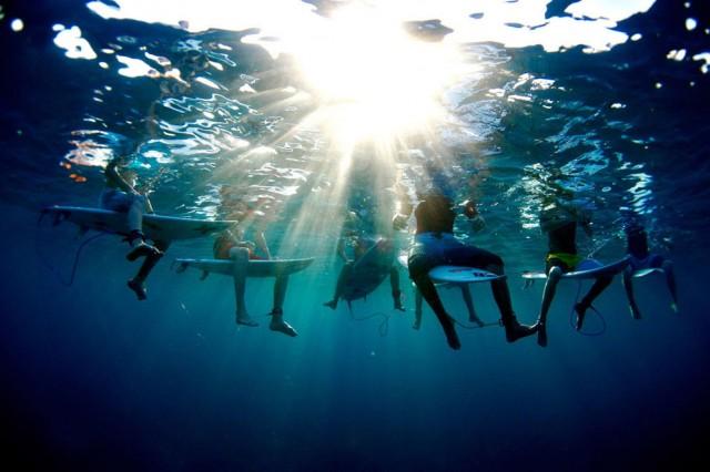 fotos bajo el agua surfistas