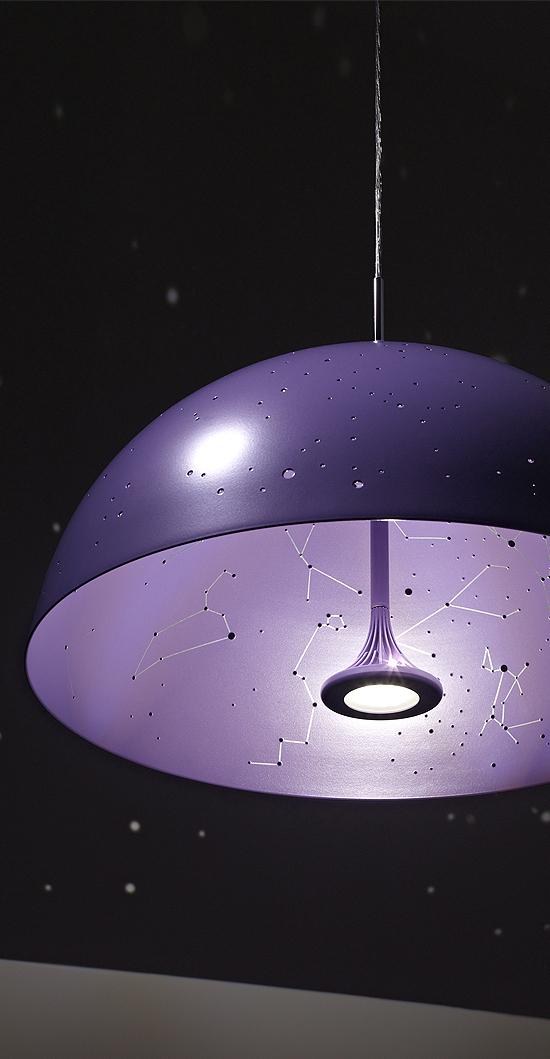 Excelente lampara que ilumina constelaciones por Anna Farkas