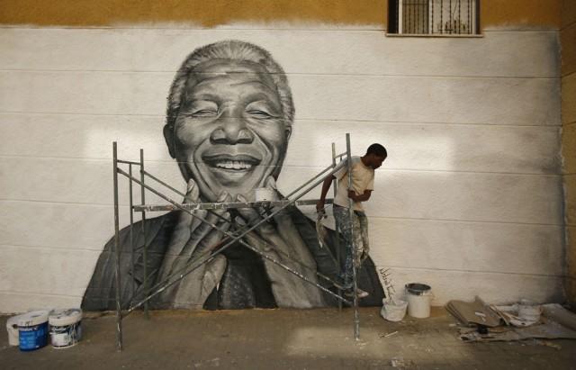 fotos del año 2013, RAFAEL MARCHANTE, Portugal: Graffitti de Nelson Mandela para un evento en Lisbon, Portugal.