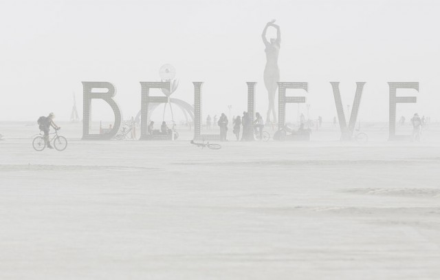 JIM URQUHART, Estados Unidos: Fotografía durante el hombre en llamas 2013