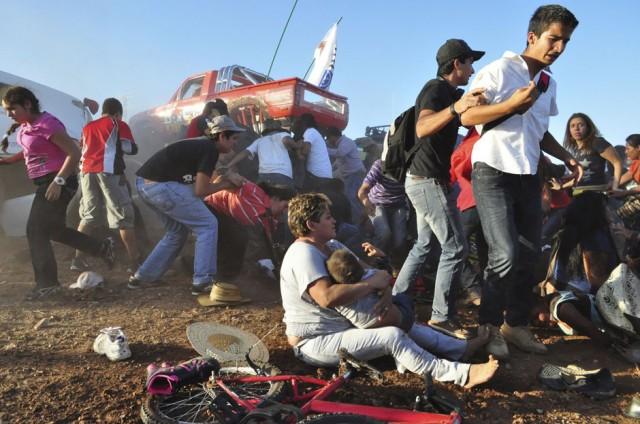fotos del año 2013, ANGEL EDUARDO ALANIS, México: Fotografía momentos después de que una Monster Trucks atropellara a una multitud durante un evento en Chihuahua México.