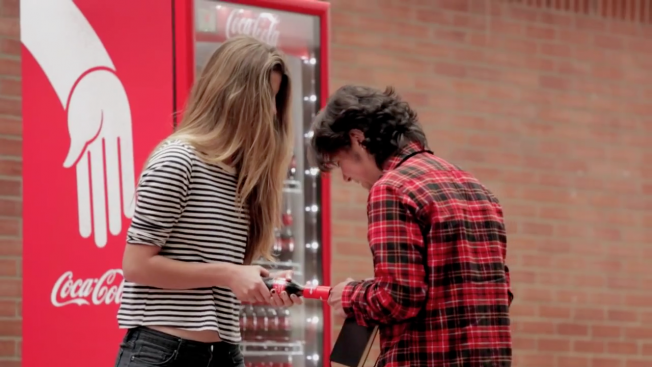 botella de coca cola para hacer amigos