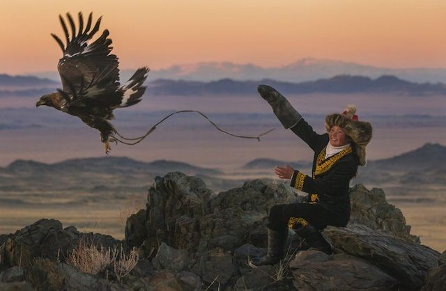 The Eagle Huntress por Asher Svidensky