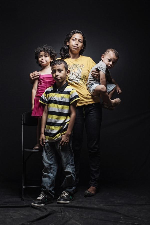 Wendy huyó de Honduras con sus tres hijos (Jared de 18 meses, Jazmin de 3 años, y Eduardo, de 8), debido al intento de asesinato que sufrió por parte de su marido, un miembro de la Mara Salvatrucha 18, una de las bandas más grandes y violentas de Centroamérica.
