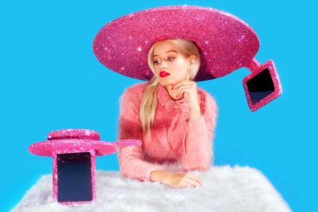 acer-selfie-sombrero 2