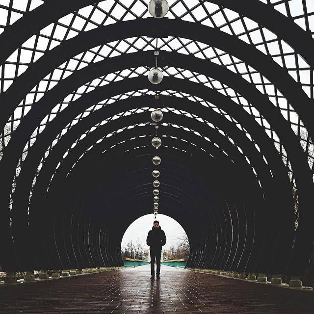fotos simetricas Sasha Levin 2