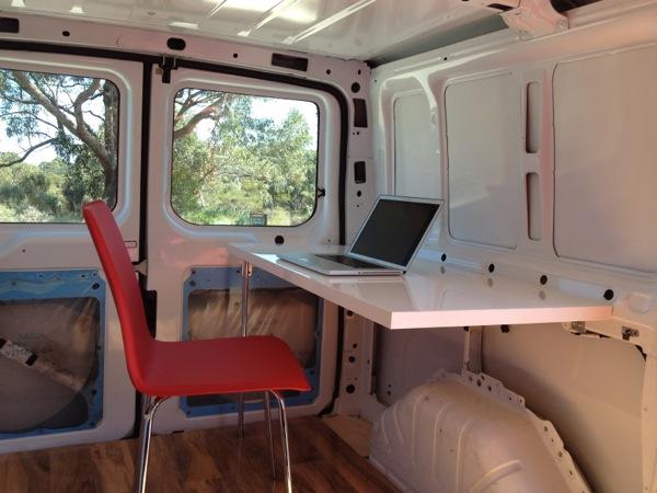 Diy camioneta ban convertida en oficina m vil frogx three for Oficinas moviles