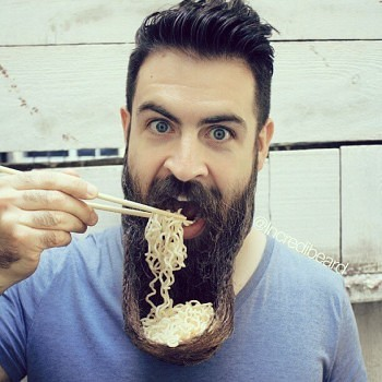 Incredibeard hace arte con su barba img 11