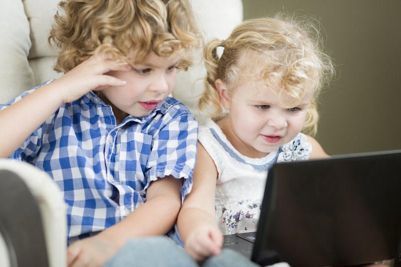 niños computadora shutterstock