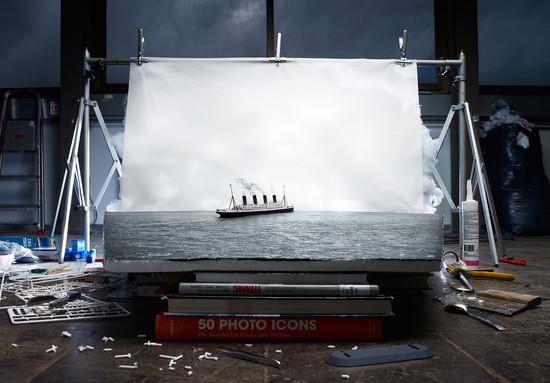 Representación en miniatura de la última foto del Titanic a flote