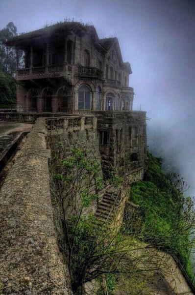 Es El Salto de Tequendama y ya no esta abandonado, ahora es un museo.