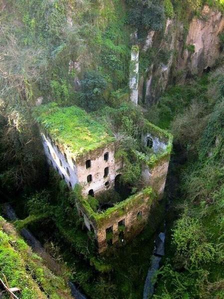 Vallone dei Mulini, en Sorrento, Italia. Abandonado desde 1866.