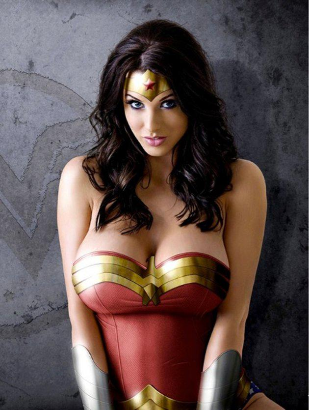 Los-Cosplays-mas-sexies-de-Wonder-Woman-9