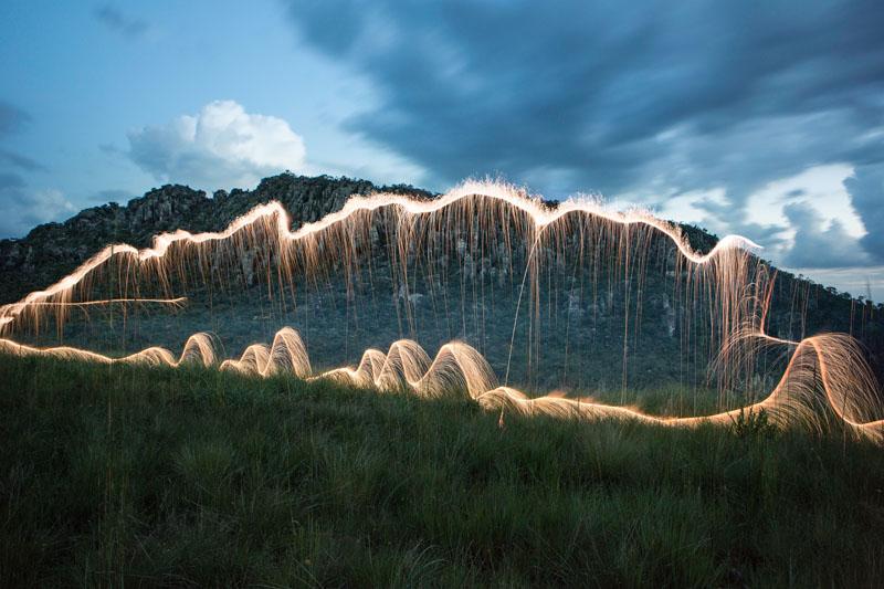 Esculturas de luz realizadas con fuegos artificiales