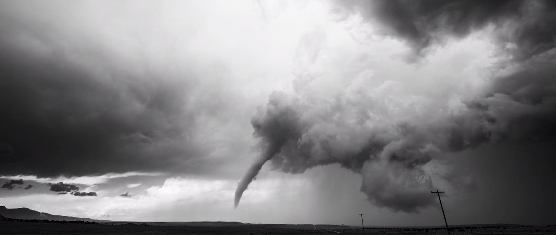 timelapse de tormentas en blanco y negro