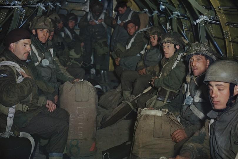 Ejercicio de paracaidistas planeadores