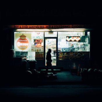 Neon Nights, una serie fotografica que relata la vida nocturna en NY (3)