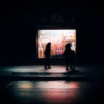 Neon Nights, una serie fotografica que relata la vida nocturna en NY (6)