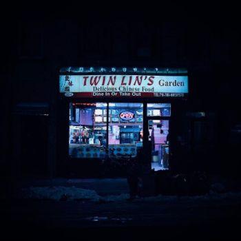 Neon Nights, una serie fotografica que relata la vida nocturna en NY (7)