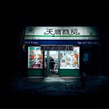 Neon Nights, una serie fotografica que relata la vida nocturna en NY (8)