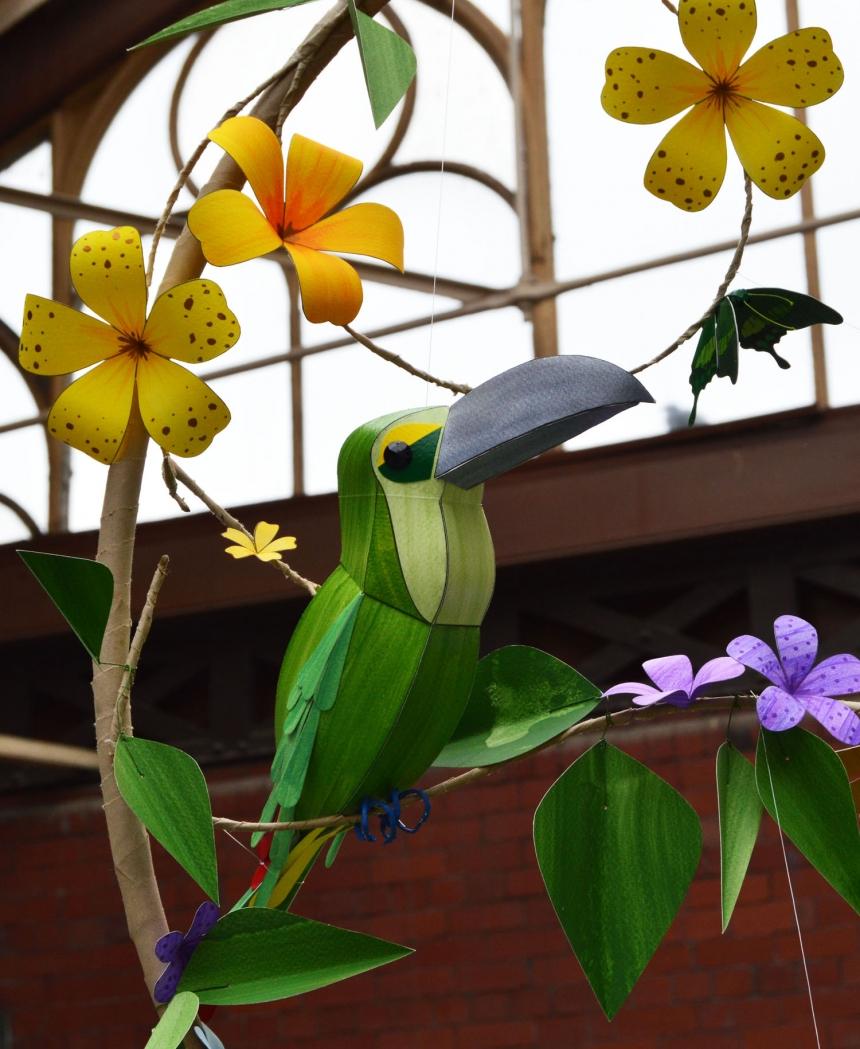 Esculturas de papel inspiradas en aves por Kate Kelly