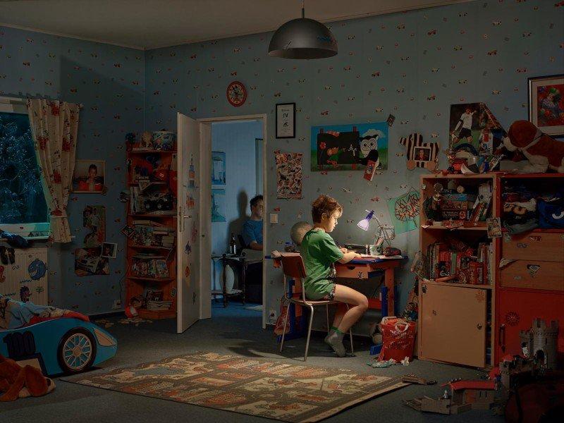 Fotógrafo recrea sus recuerdos de la niñez