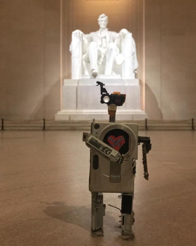 Robots hechos con cámaras fotográficas