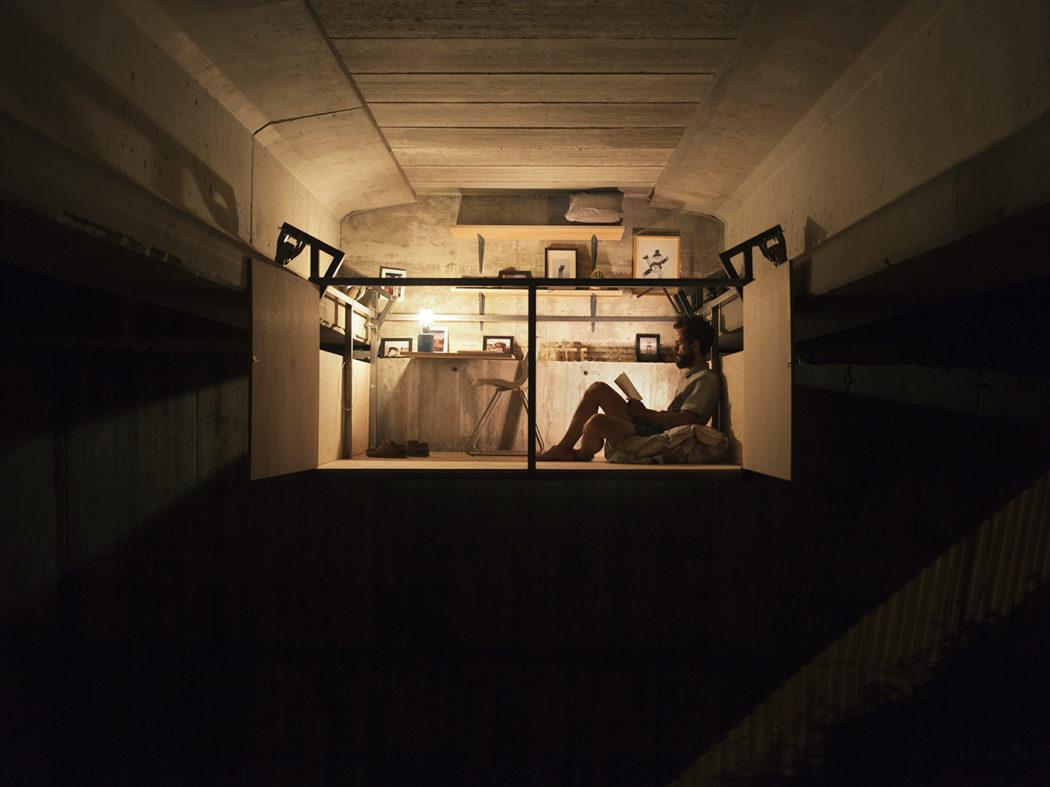 Diseñador crea un refugio secreto para trabajar oculto