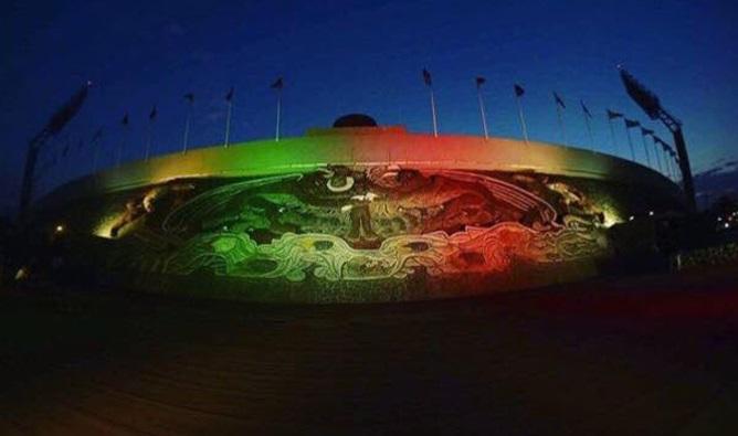 Monumentos iluminados en apoyo a México