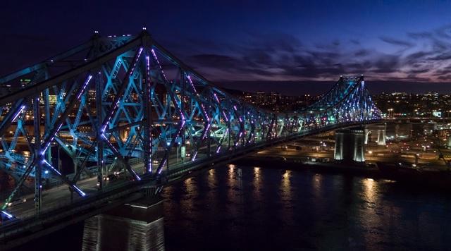 Canadá ilumina un puente al ritmo de Twitter