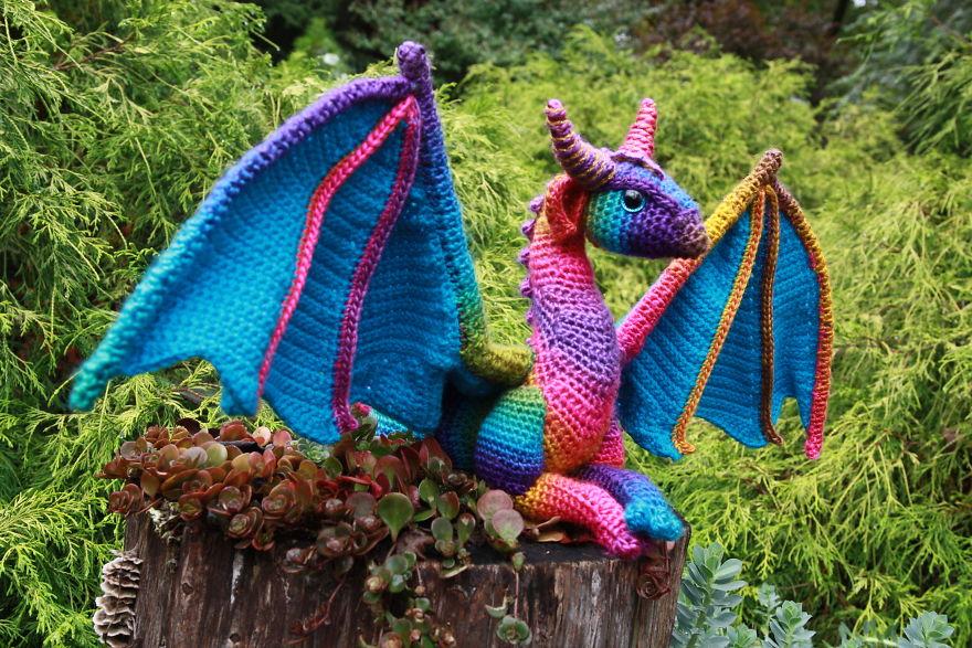 Dragones de croché por Megan Lapp