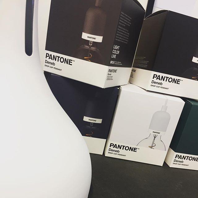 Iluminación inspirada en Pantone