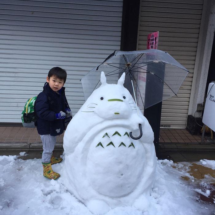Esculturas hechas tras la nevada en Japón