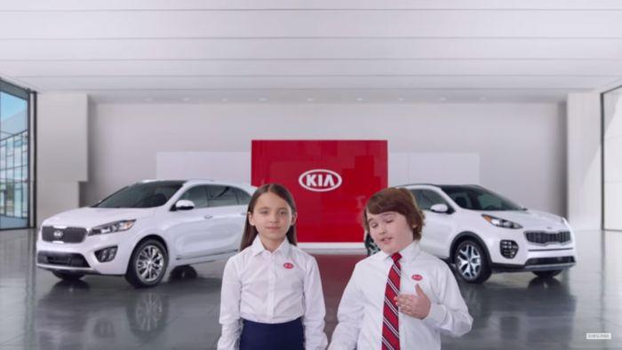 KIA contrata niños para vender autos