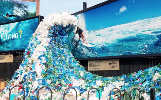 'ola marina' hecha basura para crear conciencia