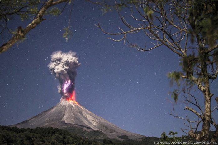"""""""Pure Energy and Fire"""" (Hernando Alonso Rivera Cervantes, México). Categoría """"Paisaje"""""""