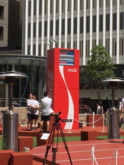 Maquina expendedora gigante de Coca-Cola