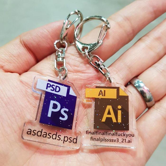 llaveros inspirados en Adobe para diseñadores y creativos