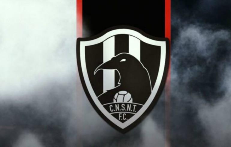 Corona lata edición especial en honor a 'Club de Cuervos'