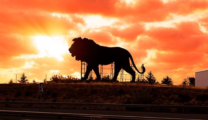 valla gigante del Rey León